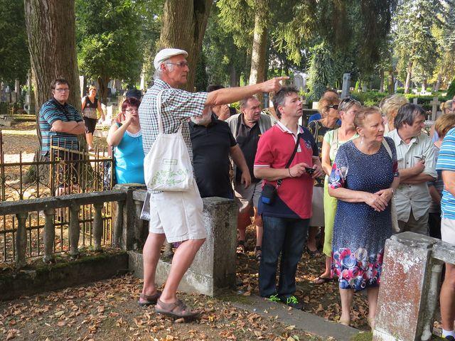 účastníci vycházky se od pana Wodáka dozvěděli spoustu zajímavých detailů z historie Jihlavy