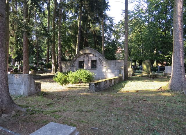 hrobka rodiny průmyslníka Karla Antona Löwa