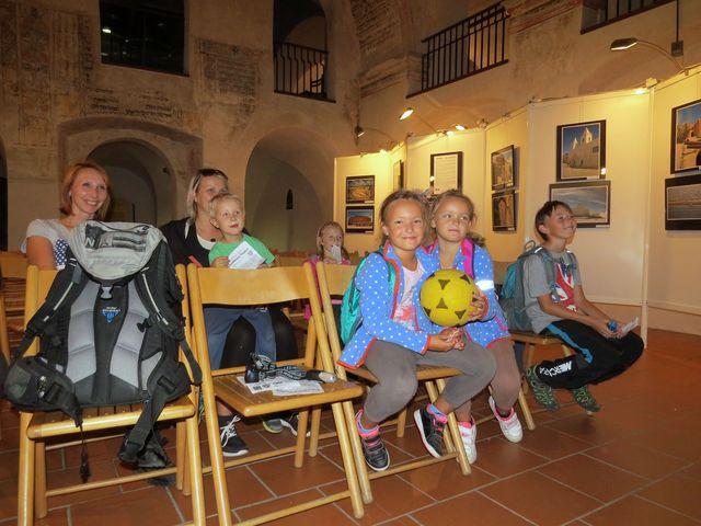 v synagoze dostaly děti za své výkony odměnu v podobě moderní pohádky O veliké řepě