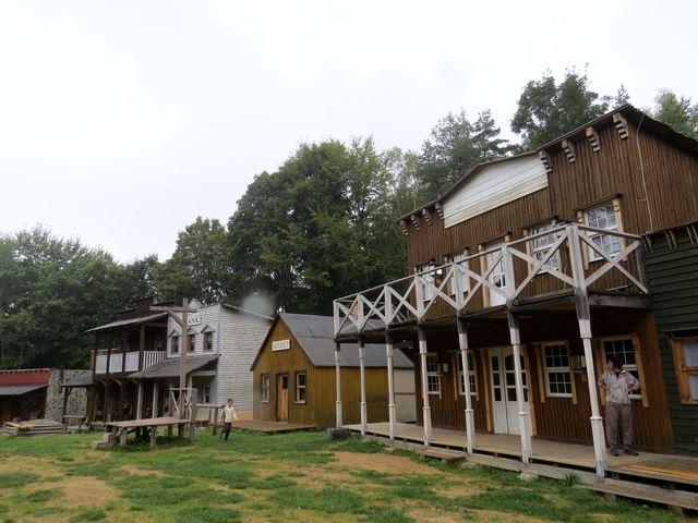Stonetown je vybudován ve stylu doby osidlování amerického Západu