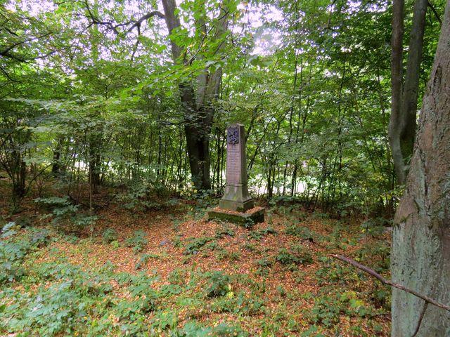 na památku založení ČSR je u silnice ze Skály do Humpolce pomník vybudovaný Strakovskou nadací