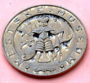 znak z doby vzniku muzea Choceň