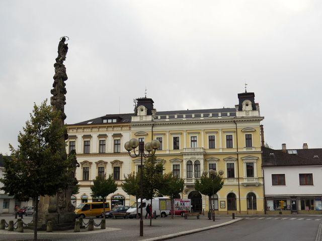 Tyršovo náměstí v Chocni s mariánským sloupem