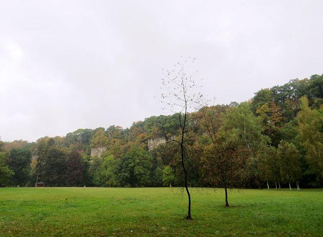přírodní rezervace a odpočinkový park Peliny - nad řekou jsou unikátní opukové skály
