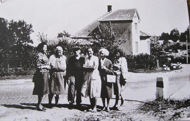 tzv. vila, která byla postavena na místě staré pošty zbořené v roce 1933