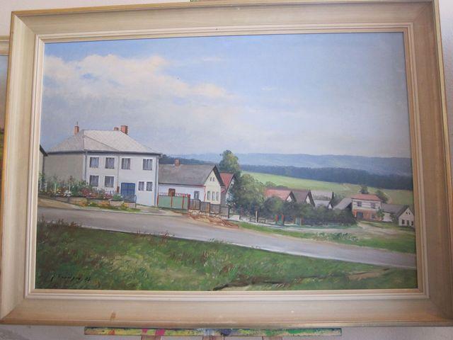 dolní část obce, vzadu hřeben Arnolevkých hor; J. Kroupa 1974