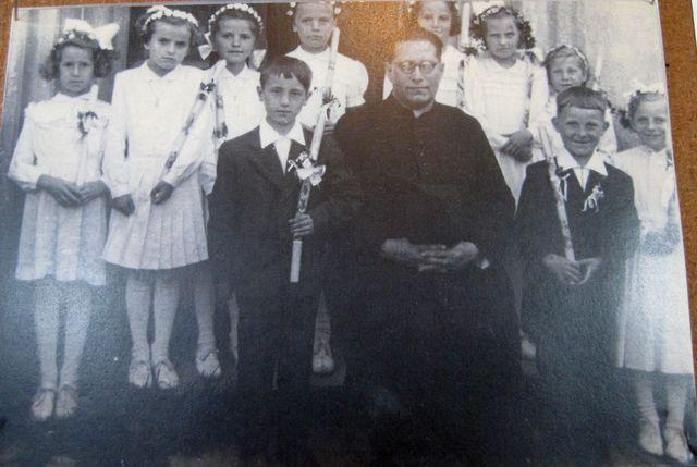 první sv. přijímání v Kamenici, rok 1957, P. František Vašek