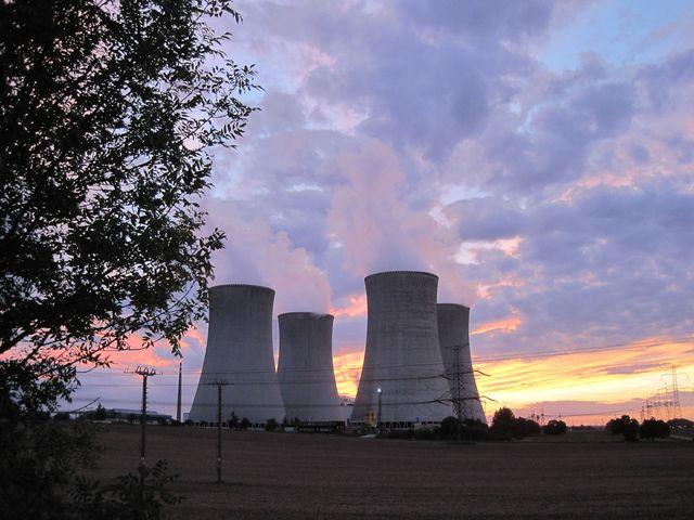 chladicí věže Jaderné elektrárny Dukovany