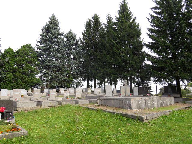 hřbitov v Dolní Hedeči - zde jsou pochovány řeholnice