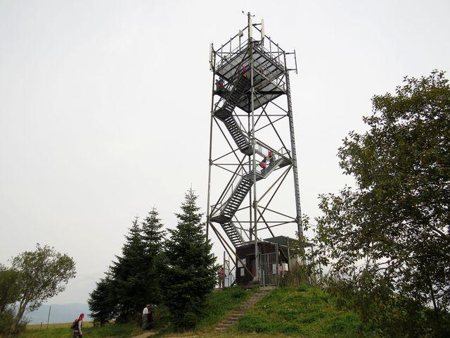 rozhledna Val u obce Dolní Hedeč