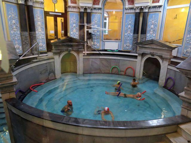 mramorový termální bazén v lázních Vojtěch v Ladek Zdrój