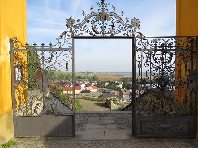 romantický výhled z Jánského Vrchu na nejsevernější část této oblasti a do Polska