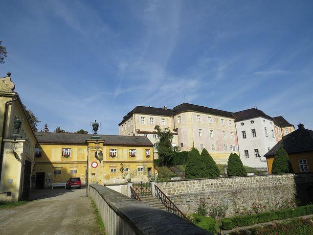 areál zámeckých budov na Jánském Vrchu v Javorníku