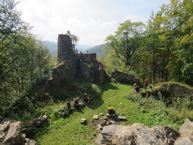 zřícenina Rychlebského hradu - ramontická úprava zbytků gotického hradu pochází ze začátku 20. století
