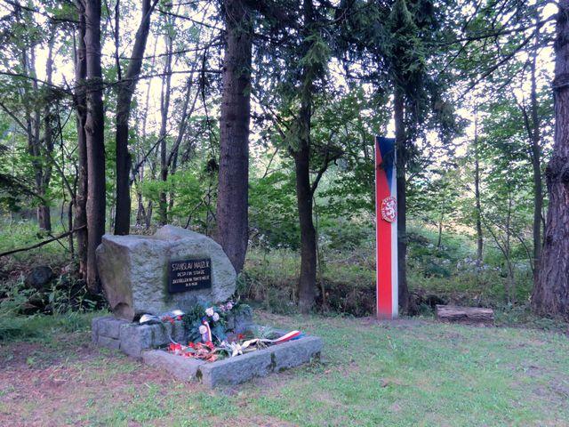 památník příslušníka finanční stráže Stanislava Majzlíka, zastřeleného Němci v roce 1938 - Nové Vilémovice