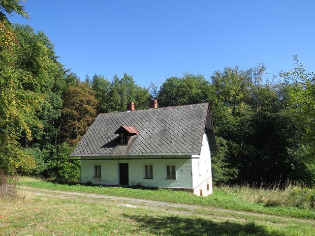 jediný zachovaný dům na Růženci - bývalá hájovna slouží jako lovecká chata