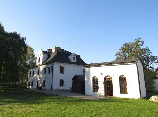 zadní trakt zámečku, kde ve 2. polovině 18. století bydlel Karl Ditters z Dittersdorfu a působil na zámku Jánský Vrch