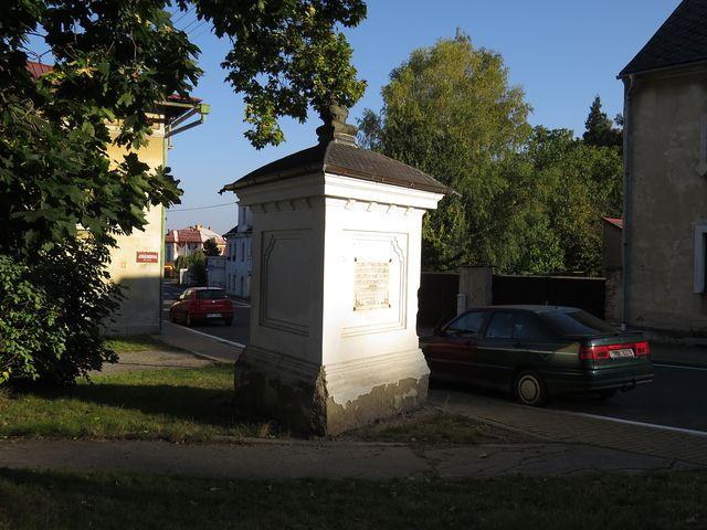 památník Karla Ditterse na křižovatce v Javorníku