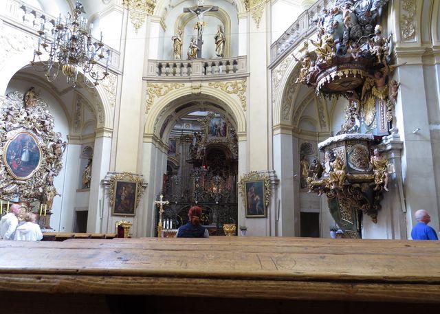 interiér baziliky minor ve Vambeřicích