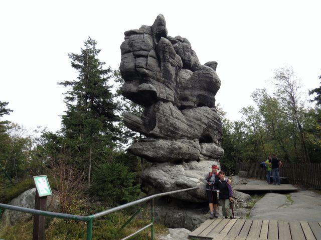 fantasticky utvářené skalní bloky budí představivost