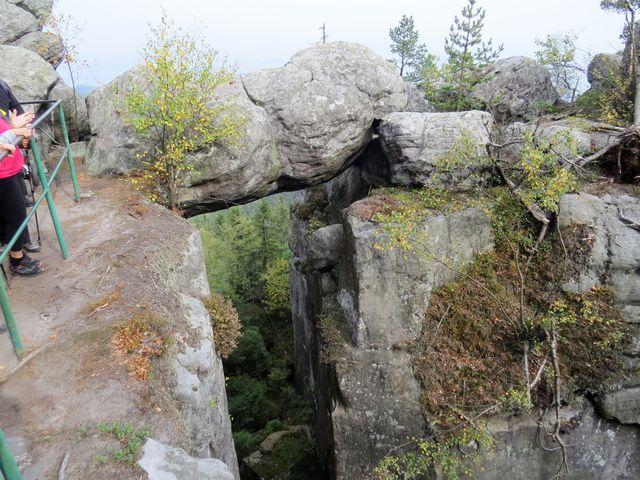 dramatické partie stezky - útvar zvaný Skalní brána