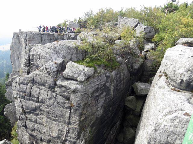 vyhlídky na okraji skalního masivu