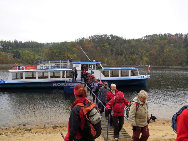 loď Horácko nás dovezla do přístavu Hartvíkovice