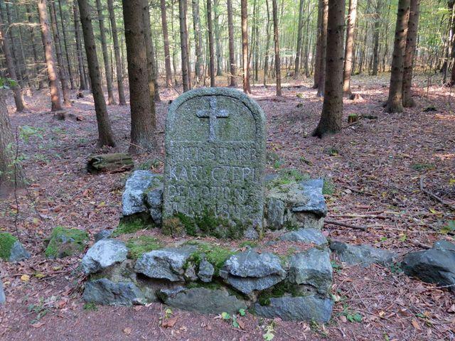 pomníček Karla Czepla zastřeleného pytláky