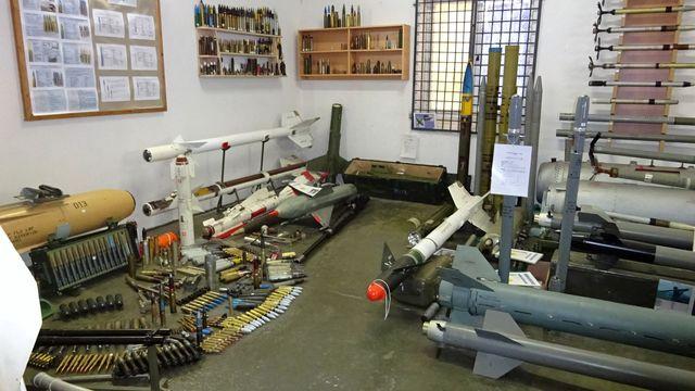 muzeum zbraní a munice v bývalém vojenském skladu; foto L. Tomáš