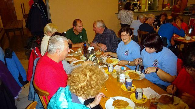 večeře v restauraci v Kramolíně; foto L. Tomáš