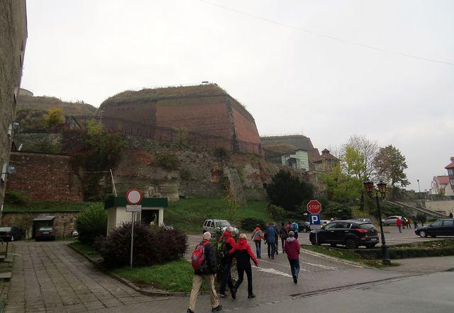 nad centrem města se tyčí pevnost, dominanta celého okolí