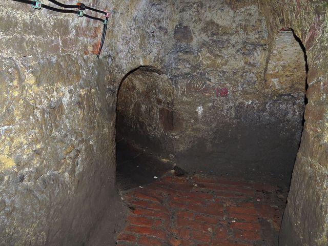 pevnost má propracovaný systém podzemních chodeb