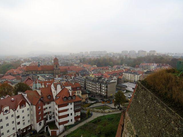 pohled z pevnosti na centrum města s farním kostelem Nanebevzetí Panny Marie