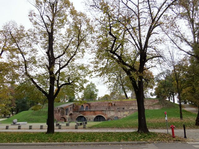 Bastion Ceglarski - zbytek opevnění z roku 1585 v místech, kde stávala městská brána
