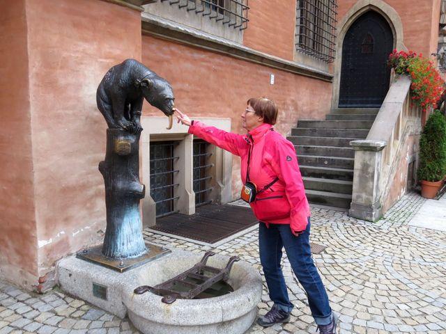 Medvědí fontána u Staré radnice