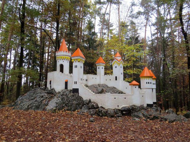 Kočičí hrádek nechala na konci 19. století postavit pro své děti kněžna Auerspergová