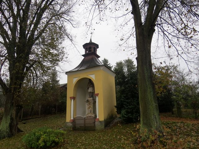 kaplička v Brtvi zasvěcená sv. Janu Nepomuckému - postavili ji v roce 1831 Suchardové, příslušníci rodu významných sochařů tohoto kraje