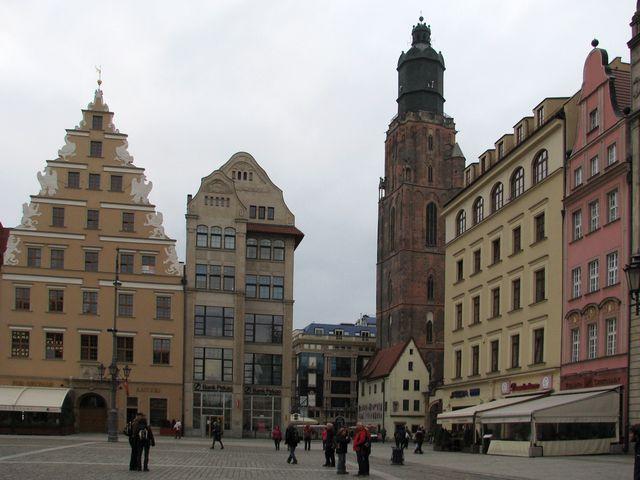 pohled z Rynku na věž kostela sv. Alžběty; foto F. Janeček