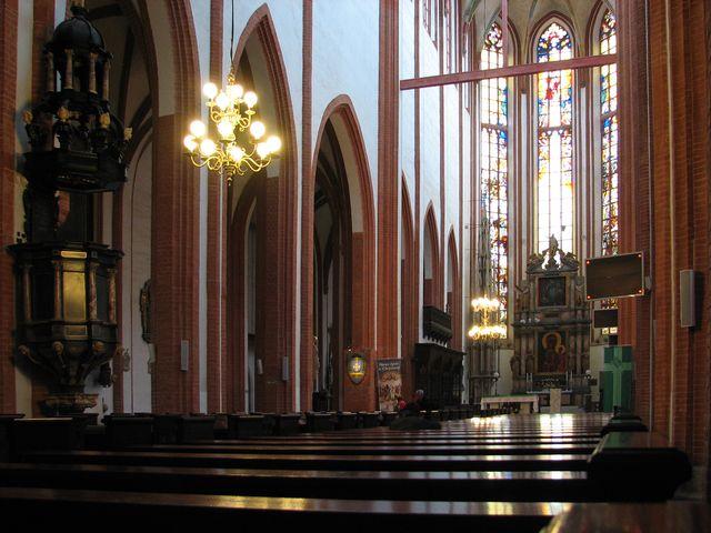 interiér kostela sv. Alžběty ve Vratislavi; foto F. Janeček