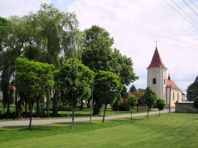 kostel sv. Jana Křtitele v Kalištích