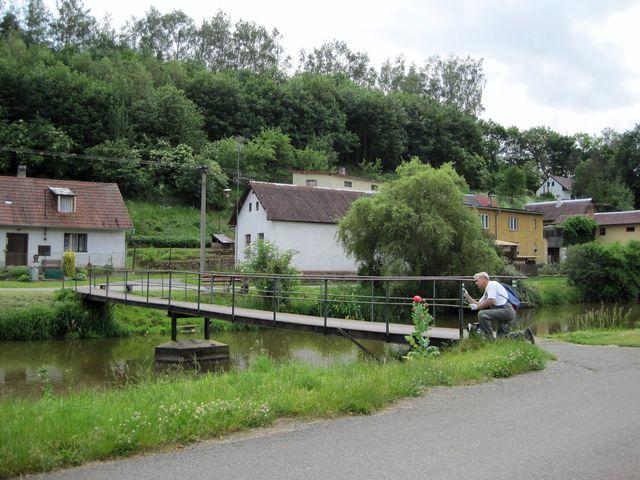 Cesta Gustava Mahlera vede po mostě přes Želivku a končí v želivském parku