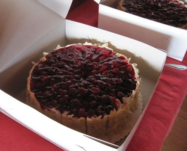 """mandlový dort s malinami - náplast na """"utrpěné"""" životní výročí"""