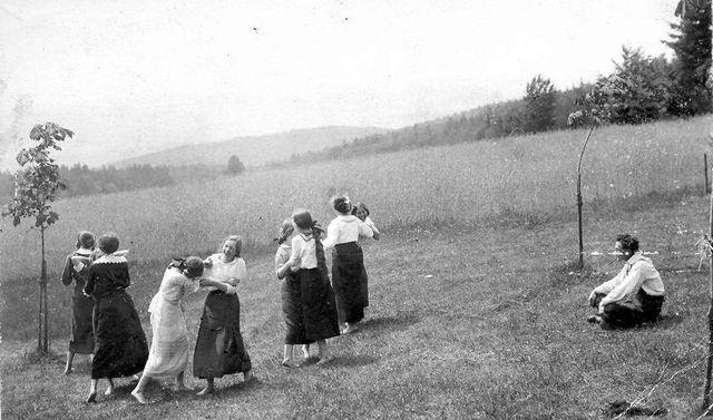před chatou na Čeřínku 13.6.1915; foto prof. Strnad z Telče