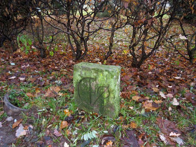 jeden z historických kamenů
