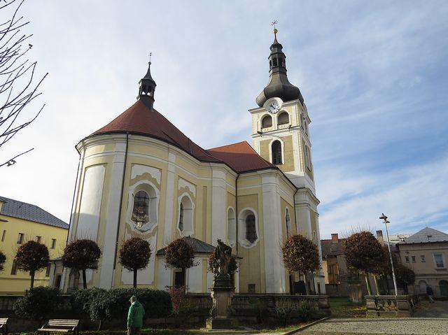 kostel Narození Panny Marie byl postaven v polovině 18. století podle návrhu K. I. Dienzenhofera