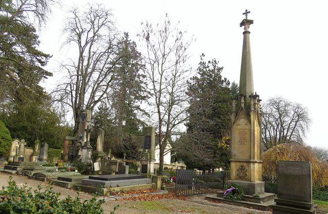pomník nad hromadným hrobem padlých v bitvě u Sadové 1866