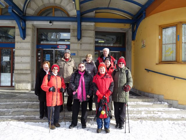 turisté, kteří přijeli dalším vlakem a rozhodli se pro kratší túru do Ždírce; www.svatosi.cz