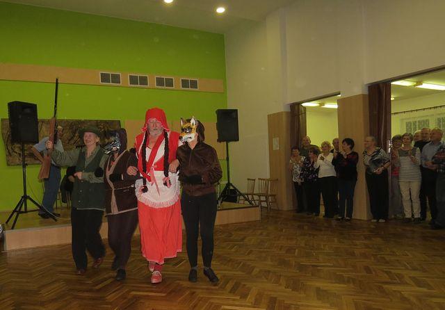 také kolegové z KČT Čeřínek přispěli svým veselým vystoupením k dobré náladě; www.svatosi.cz