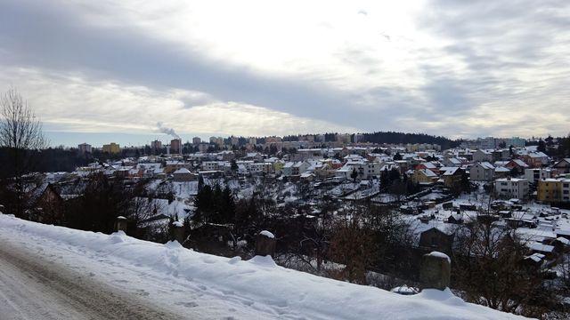 v pozadí sídliště Březinovy sady, blíže čtvrť zvaná Kalvárie; foto L. Tomáš