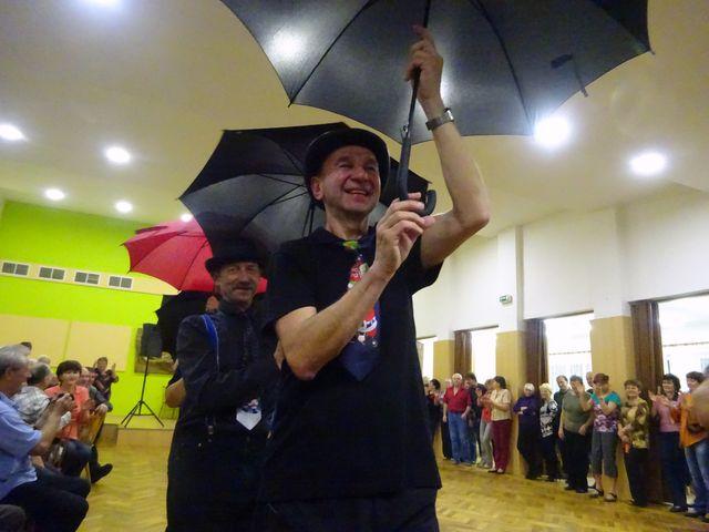 Láďa Tomáš, předseda KČT Třebíč, se svým týmem; foto V. Veselá